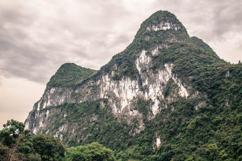 Montagnes de Karst à Guilin, Chine photo stock