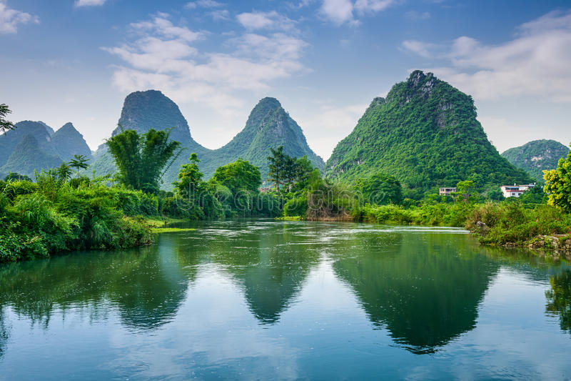 Montagnes de Karst de Guilin photographie stock libre de droits