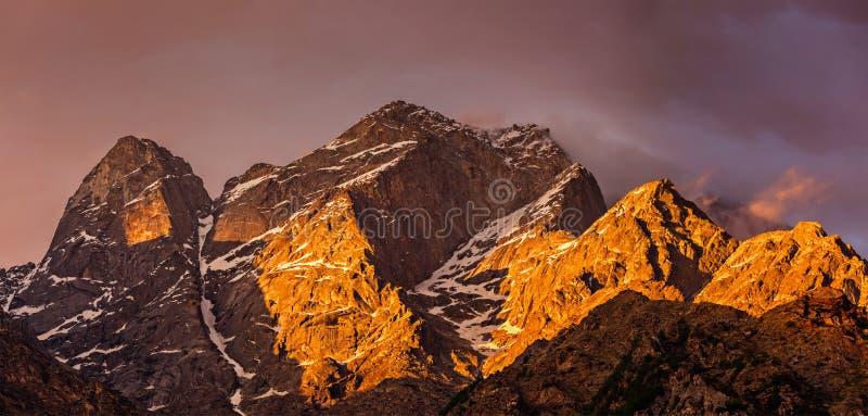 Montagnes de l'Himalaya photo stock