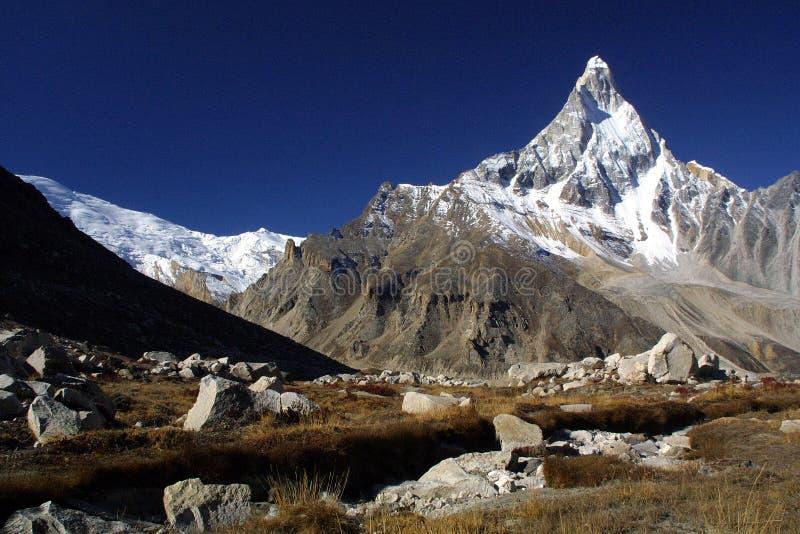 montagnes de l'Himalaya shivling photographie stock