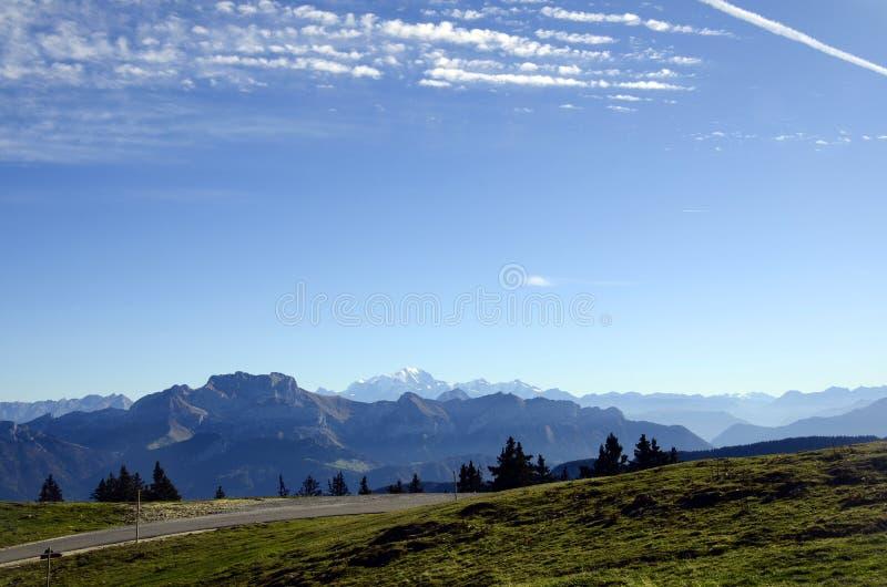 Montagnes de Mont Blanc et de Tournette, chou de savoie, France photos stock