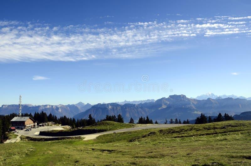 Montagnes de Mont Blanc et de Tournette, chou de savoie, France photo libre de droits