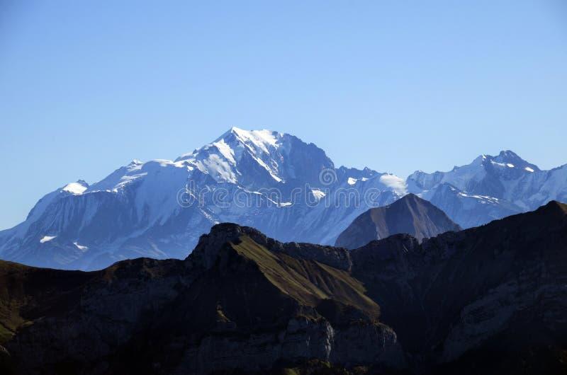 Montagnes de Mont Blanc et de Tournette, chou de savoie, France photo stock