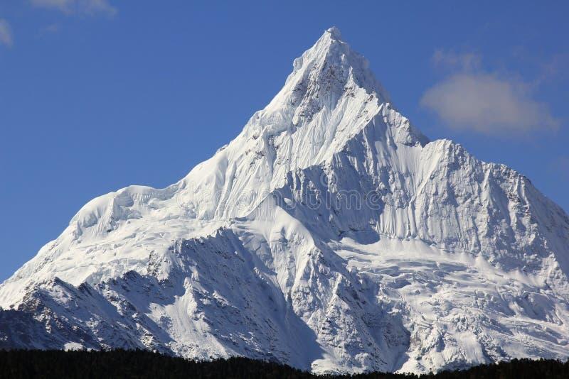 Montagnes de neige de Meili photographie stock libre de droits