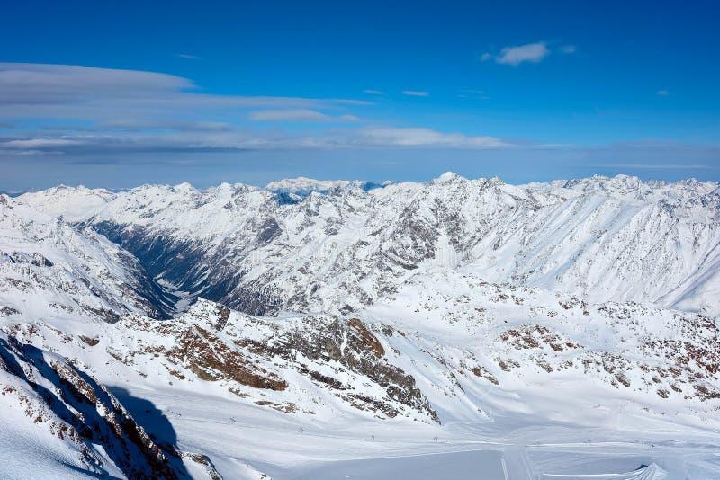 Montagnes de neige en Autriche image stock