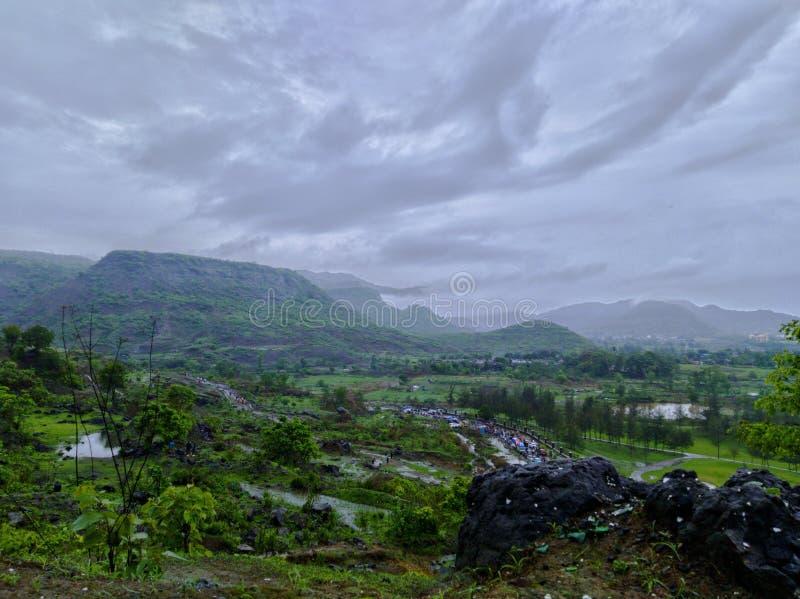 Montagnes de Pandavkada avec un angle différent photo stock