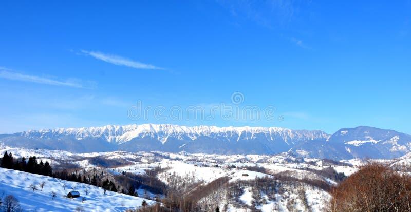 Montagnes de Piatra Craiului de Rucar-son de passage photo stock