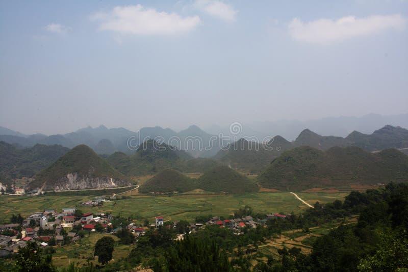 Montagnes de poitrine et riz féeriques Paddy Terraces au Vietnam du nord image libre de droits