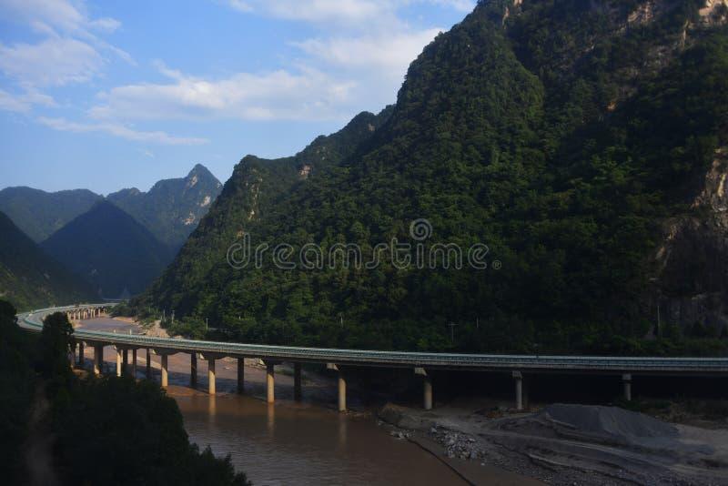 Montagnes de Qinling : paysage sur la frontière au nord-sud de la Chine photographie stock libre de droits