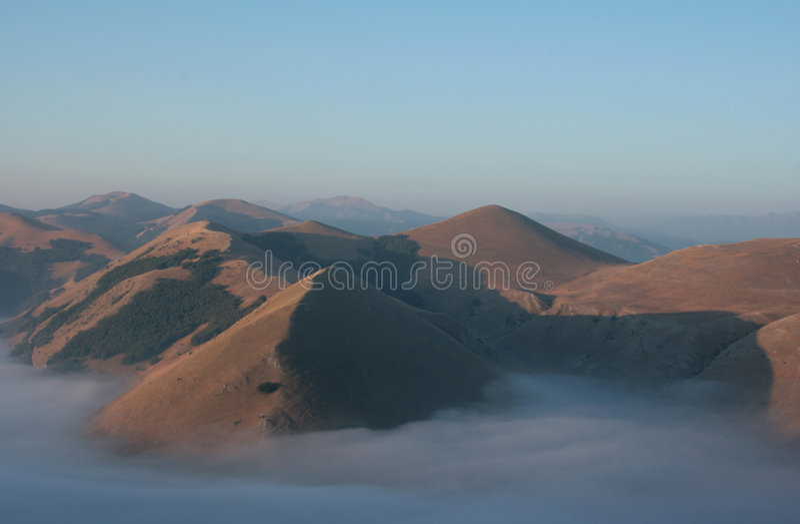 montagnes de regain photo libre de droits