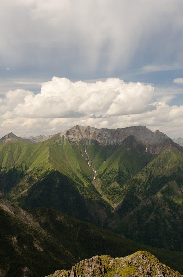 Montagnes de Sayan image stock