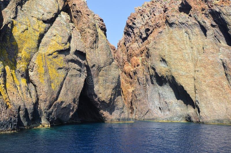 Montagnes de Scandola sur la Corse image stock