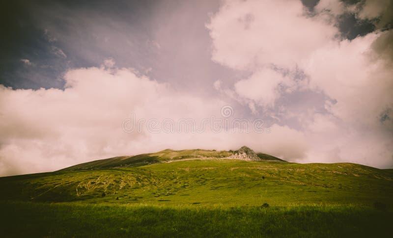 Montagnes de Sibillin en Castelluccio di Norcia photographie stock