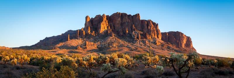 Montagnes de superstition en Arizona photographie stock