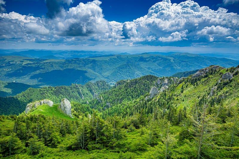 Montagnes de taille de Landcscape image libre de droits