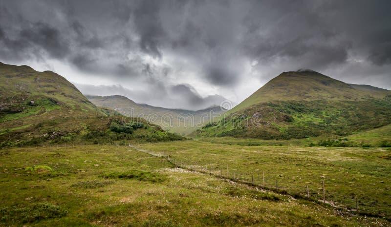 Montagnes dramatiques photos libres de droits
