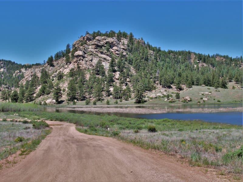 Montagnes du Colorado au réservoir d'onze milles images libres de droits