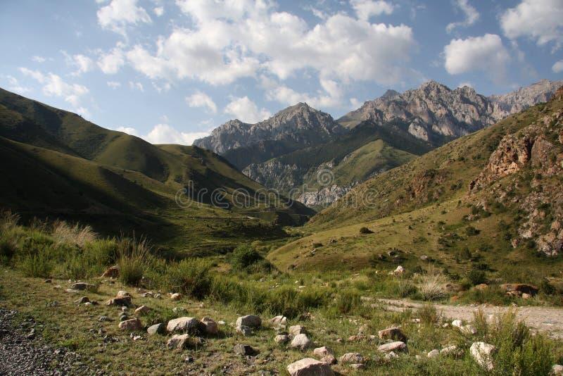 Montagnes du Kyrgyzstan. image libre de droits
