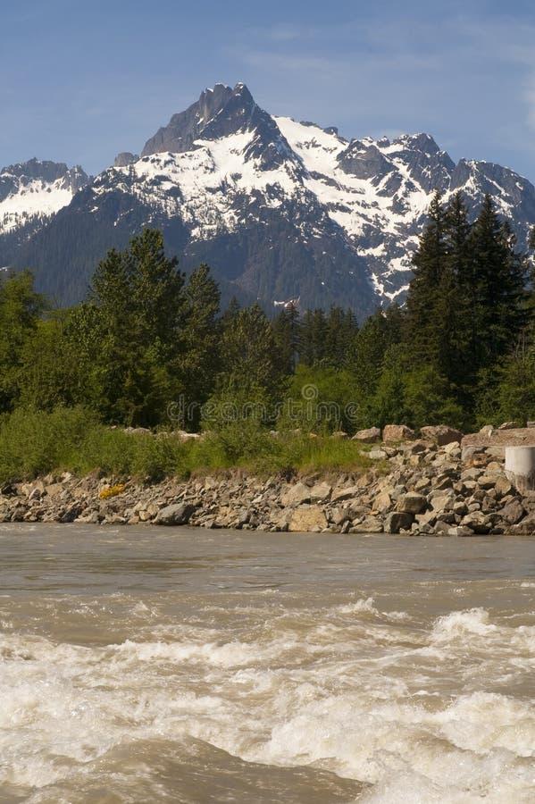 Montagnes du nord Washington de cascade de rivière de Sauk de montagne de Whitehorse photographie stock