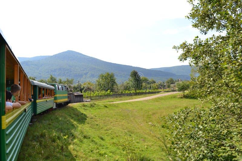 Montagnes du tram carpathien de Carpathiens image stock