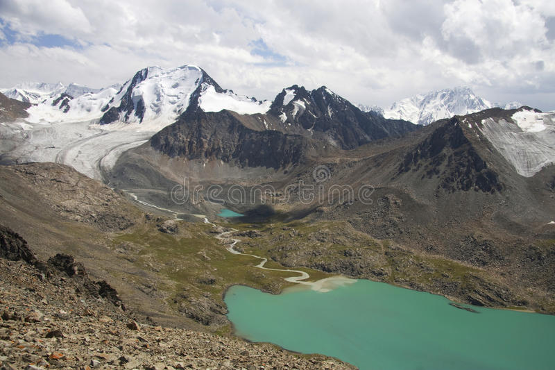 Montagnes en le Kyrgyzstan photo stock