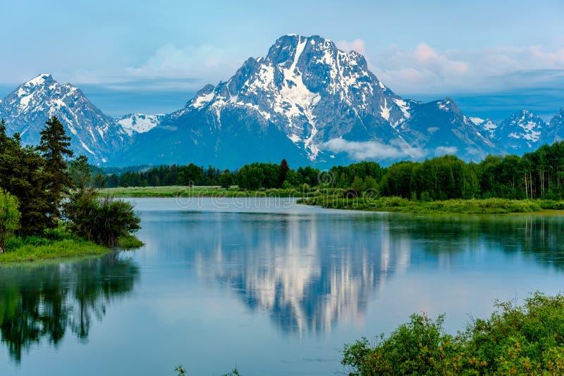 Montagnes en parc national grand de Teton à l'aube Courbure d'Oxbow sur la rivière Snake photo stock
