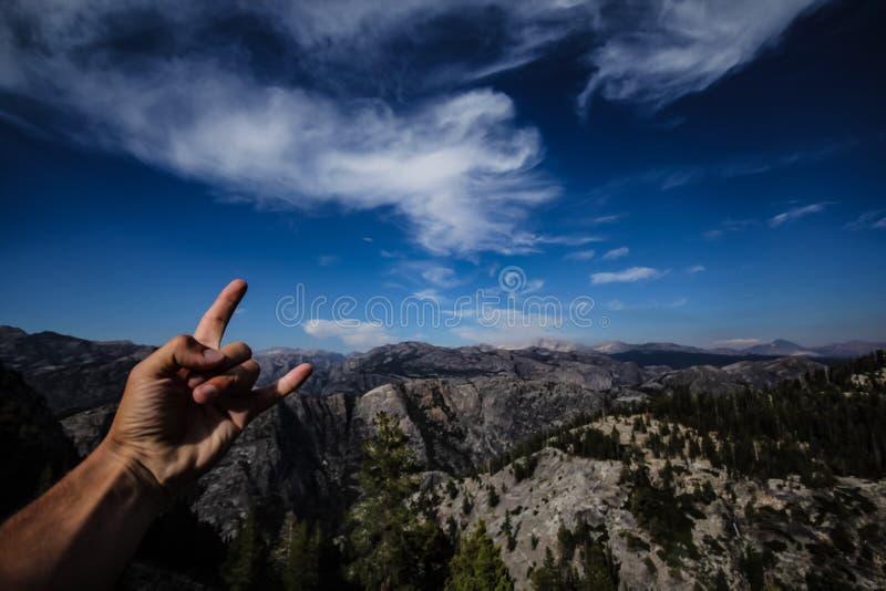 Montagnes et ciel bleu en parcs nationaux des Etats-Unis images libres de droits