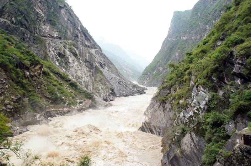 Montagnes et fleuves image libre de droits