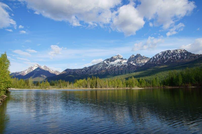 Montagnes et lac Alaska de Chugach reflections photographie stock libre de droits