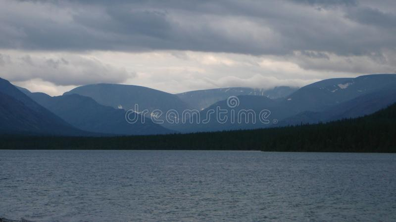 Montagnes et lac de toundra photos libres de droits