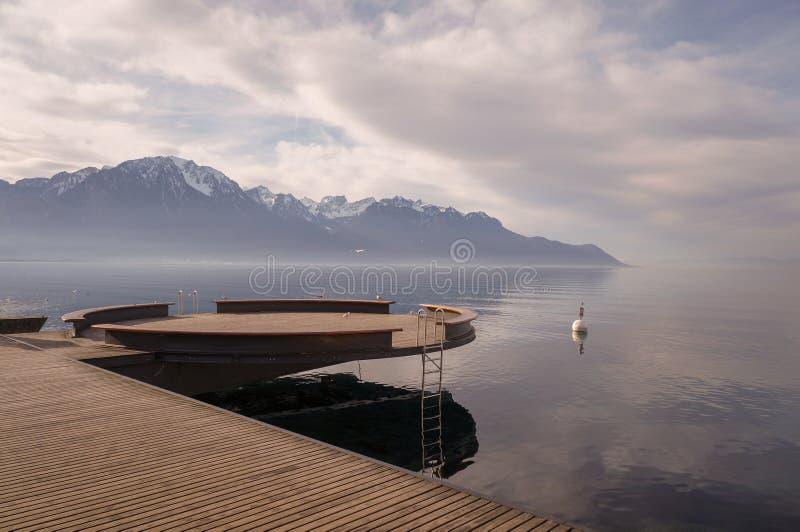 Montagnes et lac images libres de droits