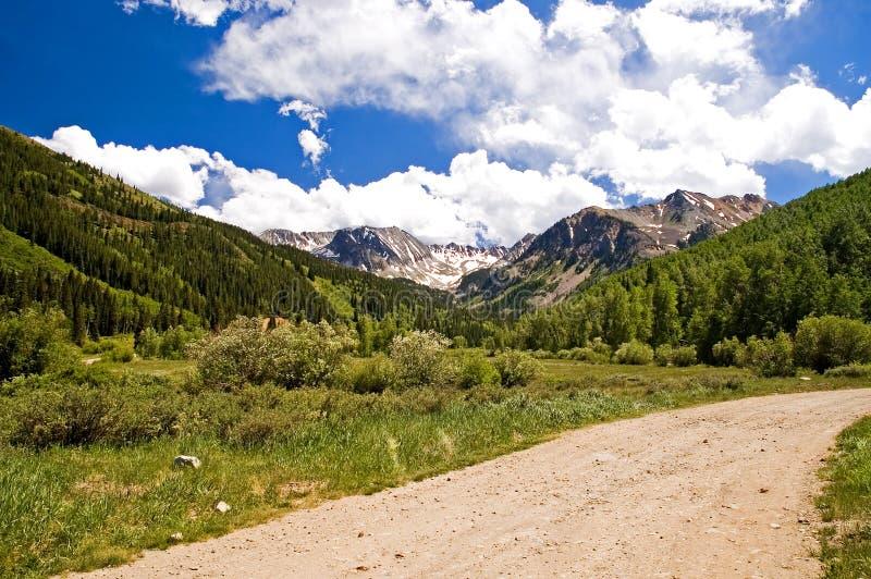 Montagnes et nuages du Colorado images libres de droits