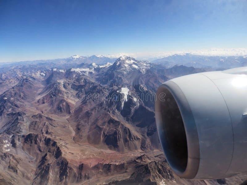 Montagnes et turbines photo stock