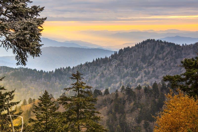 Montagnes fumeuses photographie stock libre de droits