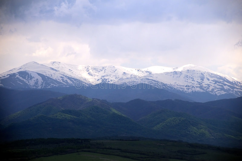 montagnes neigeuses photographie stock