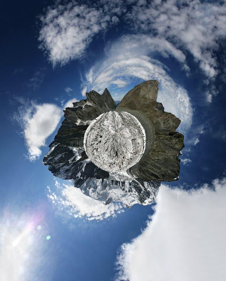 Montagnes peu de planète photo libre de droits
