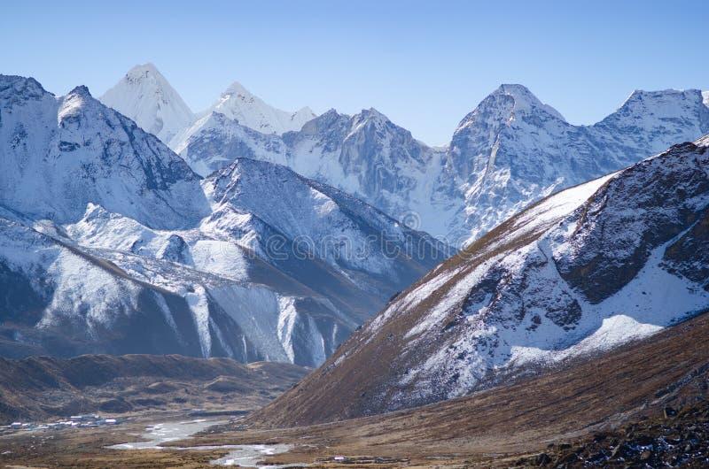 Montagnes près d'Everest images libres de droits