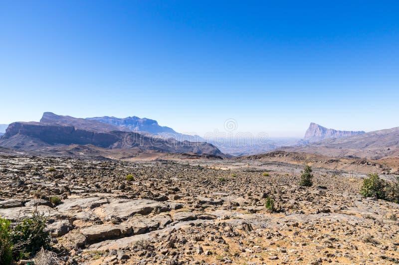 Montagnes près des feintes de Jebel - Sultanat d'Oman photos stock