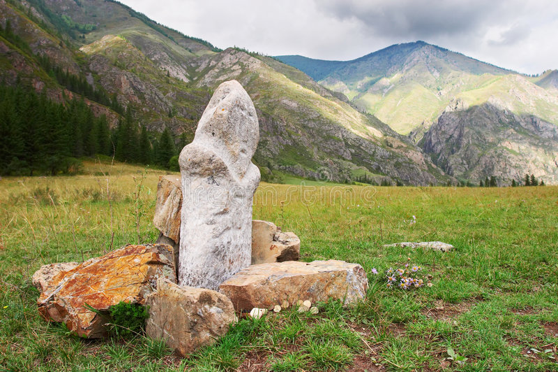 Montagnes, roches et idole. photographie stock