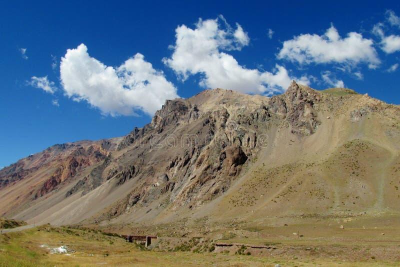 Montagnes rocheuses des Andes près de Mendoza et d'Aconcagua photo stock