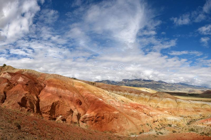 Montagnes rouges dans Altai, Russie photo stock