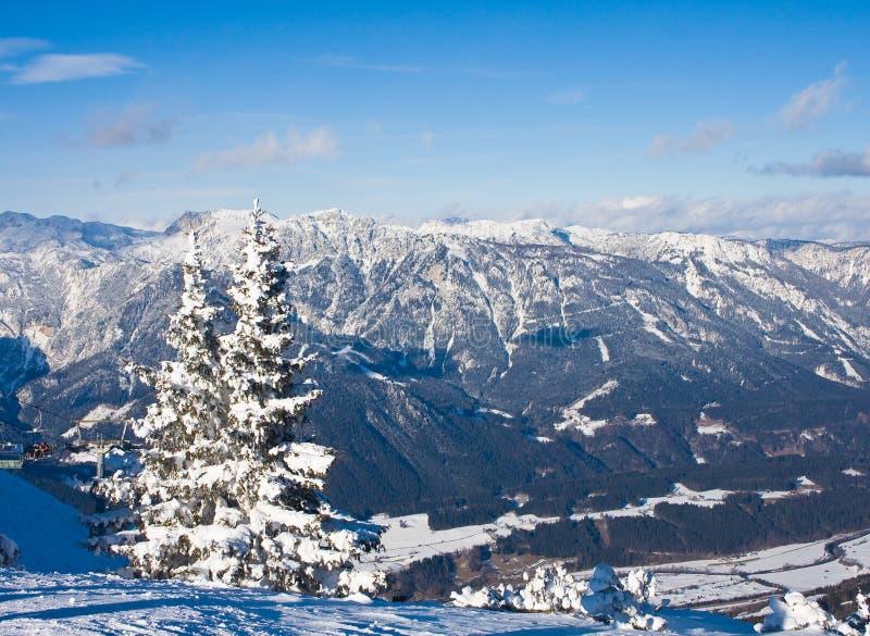 Montagnes sous la neige. Schladming. l'Autriche images stock
