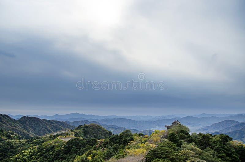 Montagnes sous le nuage images libres de droits