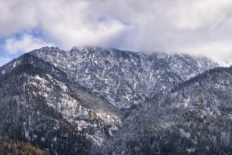 Montagnes Zwolferkopf, Hohe Kiste et Zunderkopf images libres de droits
