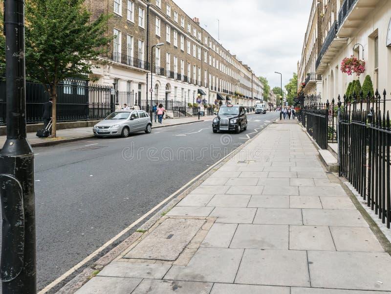 Montague Street utsikt, London, Augusti eftermiddag royaltyfri fotografi