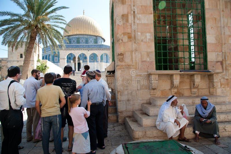 Montaje del templo de la visita de los judíos