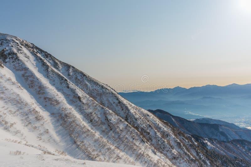 montaje Kiso-Komagatake, montañas centrales, Nakano, Japón imagenes de archivo