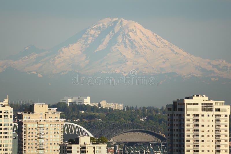 Montaje más lluvioso, opinión de Seattle foto de archivo