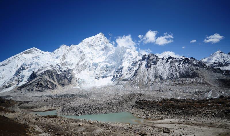 Montaje Nuptse de Kala Pattar en el Everest fotos de archivo libres de regalías