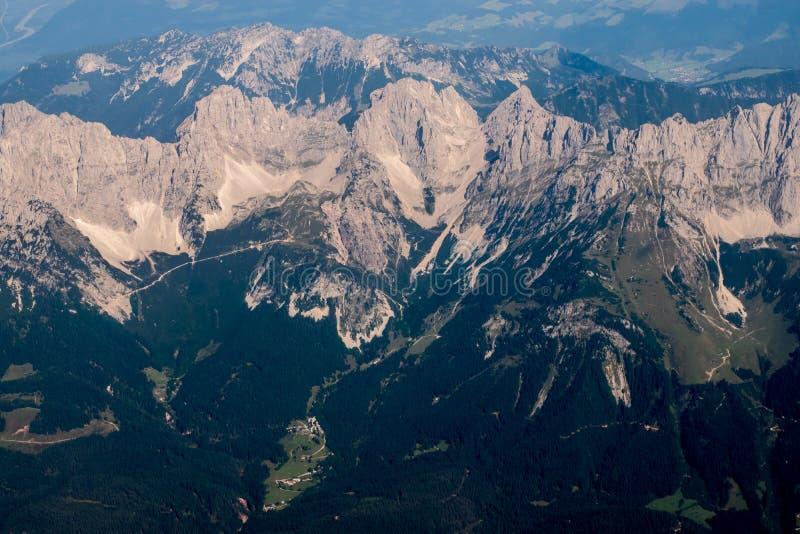 Download Montan@as foto de archivo. Imagen de altura, señal, polvoriento - 100526120
